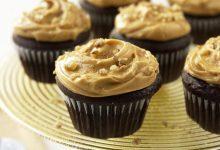 chocolate-cupcakes-with-butterscotch-frosting-220x150 کاپ کیک شکلاتی با رویه تافی را اینگونه درست کنید آشپزی کیک ها   وردنگار