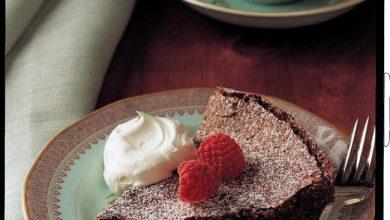 chocolate-souffle-cake-390x220 چگونه کیک سوفله شکلاتی را در فر درست کنیم؟ آشپزی کیک ها   وردنگار