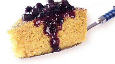 cornmeal-cake-with-blueberry-sauce-390x220 چگونه کیک ذرت با سس زغال اخته درست کنیم؟ آشپزی کیک ها   وردنگار