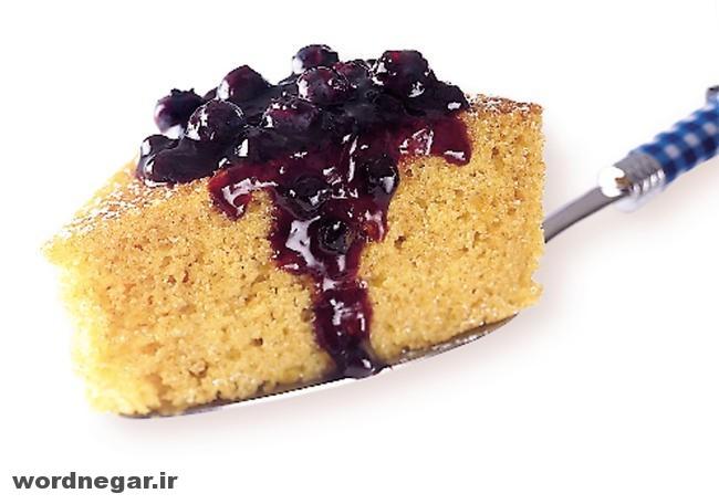 cornmeal-cake-with-blueberry-sauce چگونه کیک ذرت با سس زغال اخته درست کنیم؟ آشپزی کیک ها   وردنگار