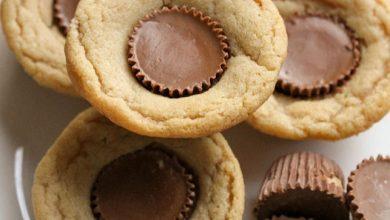 mini-reeses-cup-cookies-1-390x220 طرز تهیه کوکی کره بادام زمینی فنجانی، خوش طعم و مناسب برای عید نوروز آشپزی شیرینی ها   وردنگار