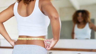 woman-measuring-her-waist-390x220 کمر، لگن یا ران بزرگتر میتواند خطر حمله قلبی را در زنان افزایش دهد سلامت مطالب سلامت   وردنگار