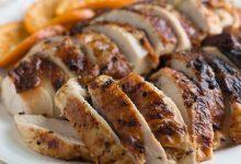 93ac5089-12a9-479a-81bf-856d3e62fc50-220x150 سینه کبابی بوقلمون یا استیک بوقلمون :یک شام خوشمزه و بی نظیر آشپزی شام   وردنگار