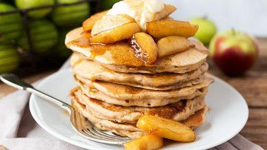 apple-pie-pancakes-5-680x454-390x220 پنکیک با چاشنی سیب آشپزی شیرینی ها صبحانه   وردنگار