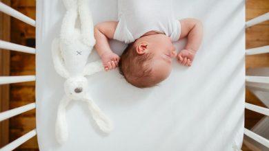 baby-napping-with-bunny-390x220 کاهش 50 درصدی سندرم مرگ ناگهانی نوزادان با 2 ماه شیردهی بیماری های کودک خانه کودک مطالب سلامت   وردنگار