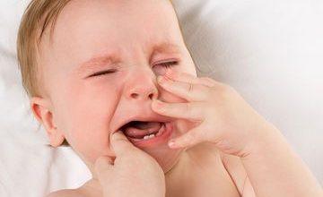 baby-teething-360x220 افزایش درجه حرارت بدن کودک و رشد دندان ها بیماری های کودک خانه کودک سلامت مطالب سلامت   وردنگار