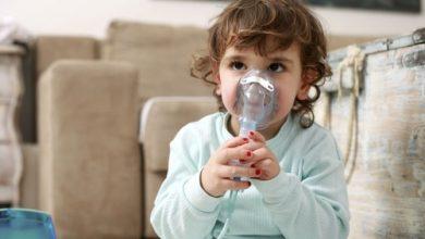childhood-asthma-390x220 آیا باکتری های روده کلید پیشگیری از آسم در دوران کودکی است؟ بارداری و زایمان بیماری های کودک خانه کودک سلامت مطالب سلامت   وردنگار
