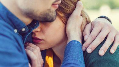 heterosexual-couple-embracing-390x220 آنچه شما باید درباره وابستگی در روابط بدانید سبک زندگی مهارت های زندگی   وردنگار