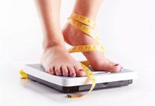 woman-standing-on-scales-with-a-measuring-tape-does-tamoxifen-cause-weight-gain-1-220x150 آیا مصرف فیبر از افزایش وزن جلوگیری می کند؟ تناسب اندام و رژیم درمانی سلامت   وردنگار