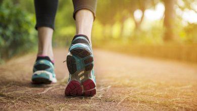 woman-walking-in-woods-390x220 تمرینات ورزشی باعث کاهش خطر ابتلا به گلوکوم می شود تمرینات ورزشی و تناسب اندام سلامت مطالب سلامت ورزش ورزش درمانی   وردنگار