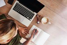 woman-writing-in-journal-220x150 چگونه نوشتن می تواند شما را همنوع دوست تر و آرام تر کند! سبک زندگی مهارت های زندگی   وردنگار